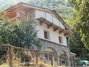 Une maison écologique faite à la main